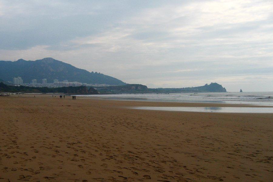 清晨的老人石海滩